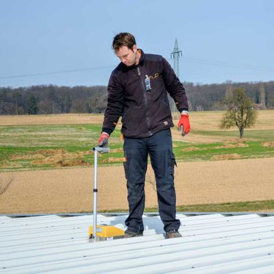 Kontrola stavu ploché střechy