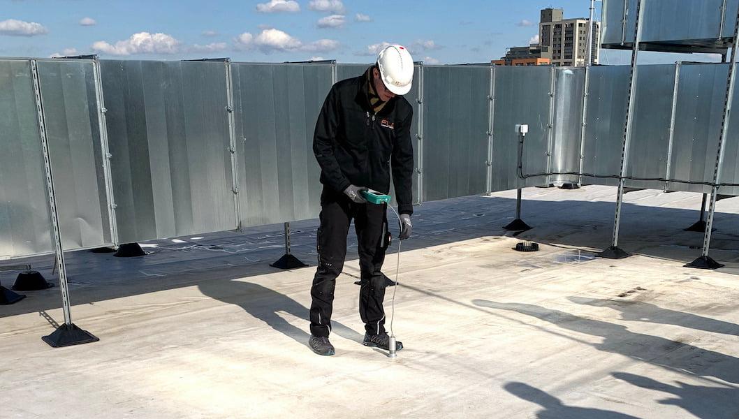 Měření vlhkosti ve střešním plášti po realizaci střechy.