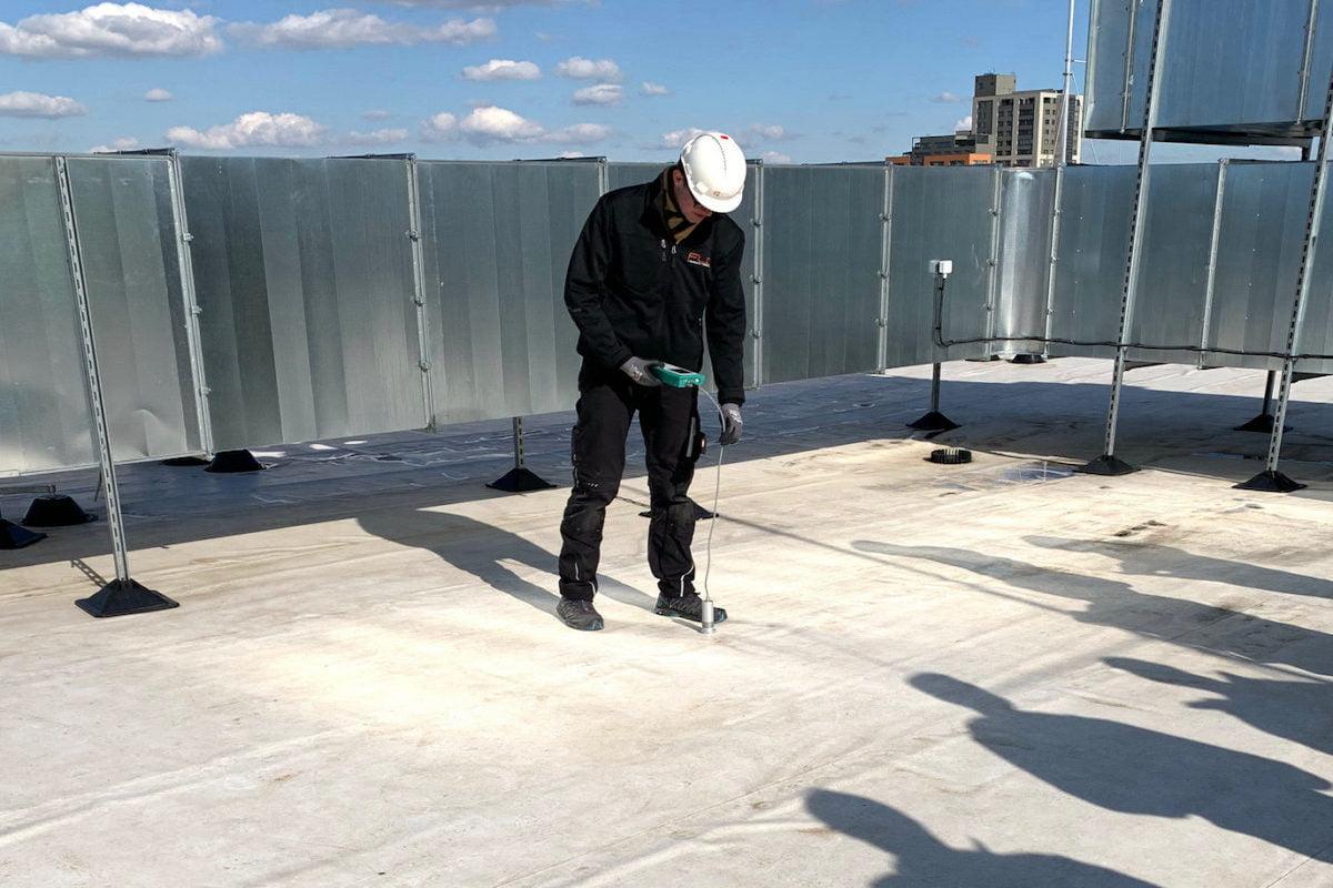 Měření vlhkosti ve střešním plášti po realizaci střechy